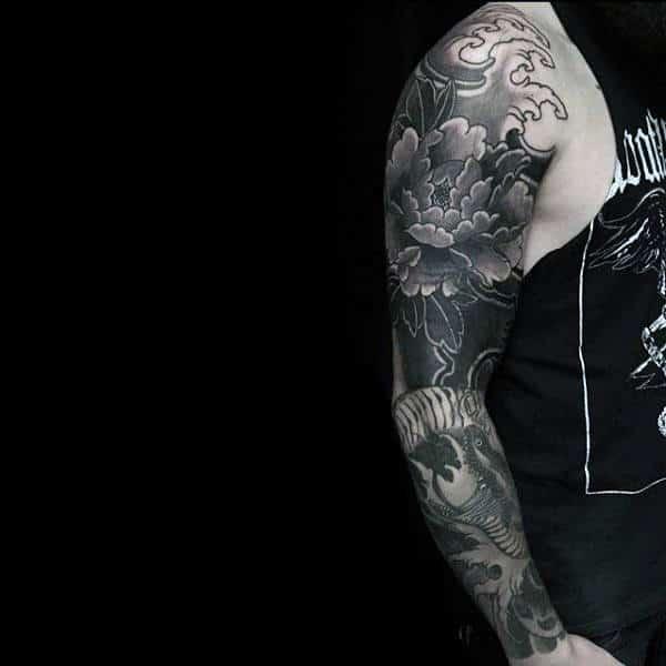 Hình tattoo hoa mẫu đơn kín tay đen trắng