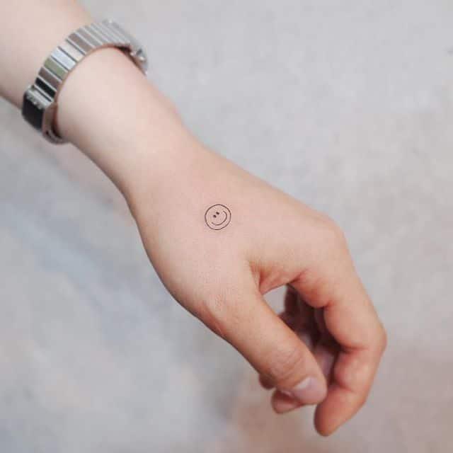 Hình tattoo mặt cười mini nhỏ