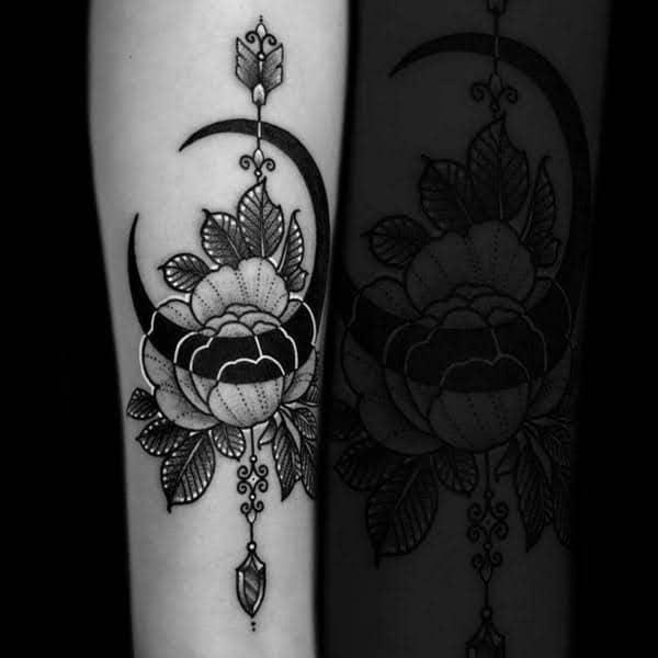 Hình tattoo mũi tên và hoa tuyệt đẹp trên tay
