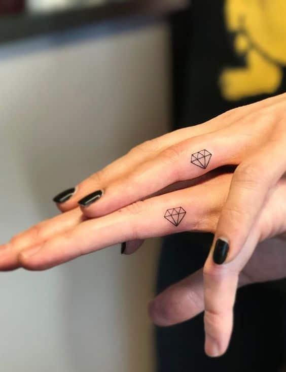 Hình tattoo ngón tay cặp đẹp