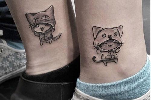 Hình xăm chú mèo xinh xắn và ngộ nghĩnh ở cổ chân nữ