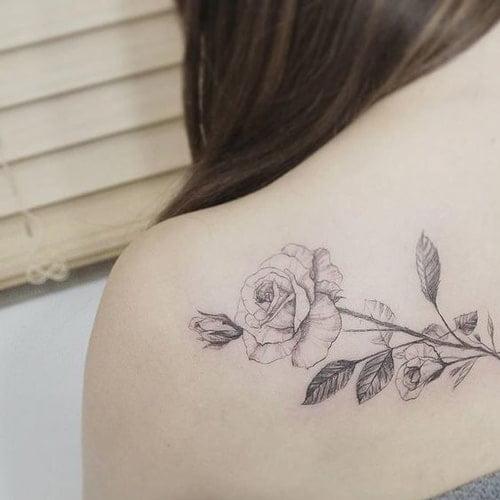 Hình xăm hoa may mắn cho nữ mệnh mộc