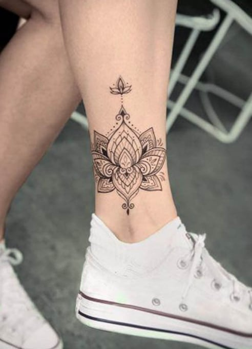 Hình xăm hoa sen đẹp ở cổ chân