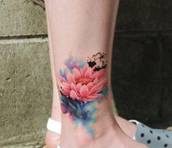 Hình xăm hoa sen đẹp ở mắt cá chân cho nữ