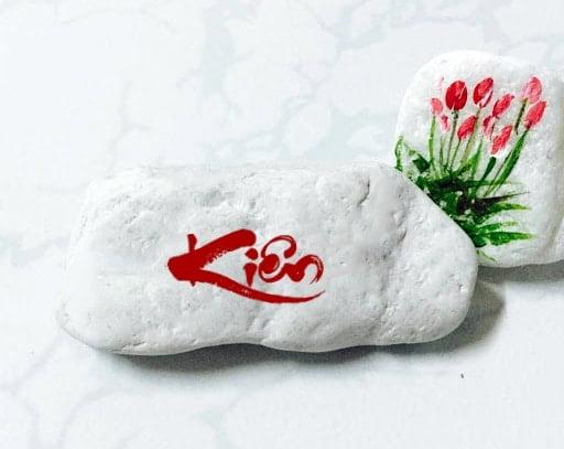 Khắc chữ Kiên đẹp độc lên đá