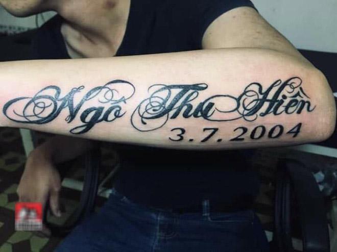 Kiểu chữ xăm tên người thân lên cánh tay