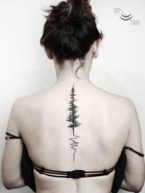 Kiểu tattoo cây thông dọc sống lưng đẹp