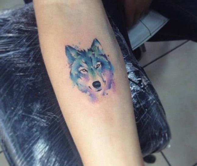 Kiểu tattoo đầu sói mini với màu sắc lạ lẫm