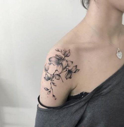 Kiểu tattoo hoa lá đẹp cho nữ mệnh mộc
