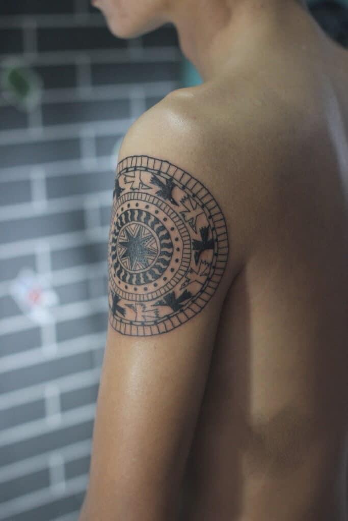 Kiểu tattoo trống đồng mini ở tay đẹp