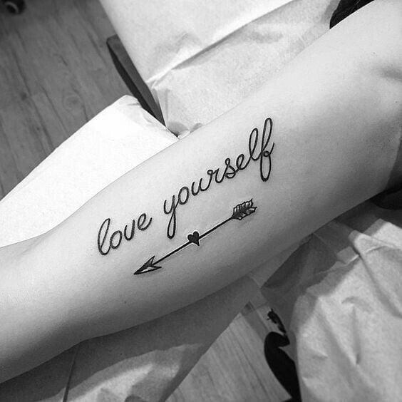 Kiểu xăm chữ love yourself đơn giản