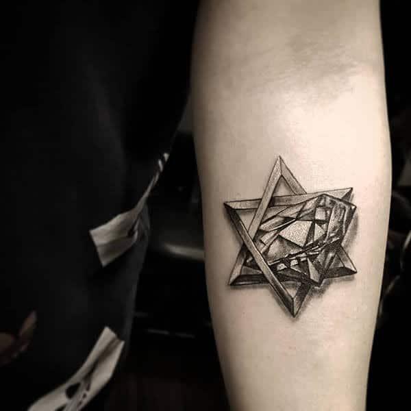 Kiểu xăm viên kim cương kết hợp ngôi sao ở cánh tay