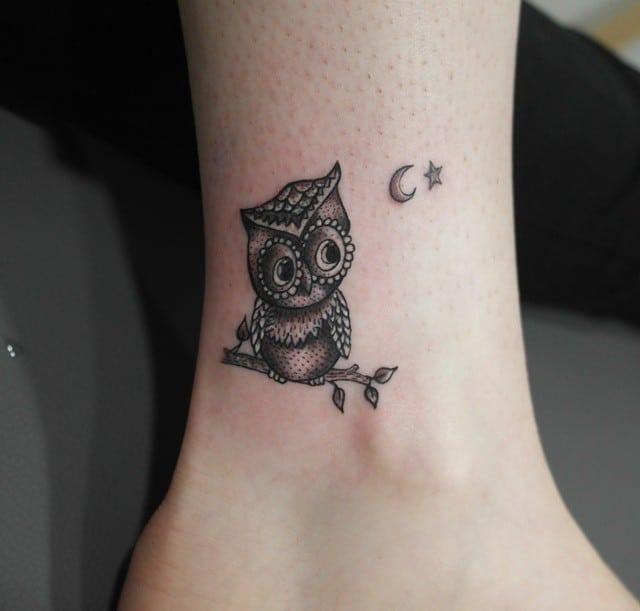Mẫu tattoo cú mèo ở chân đơn giản và điệu đà