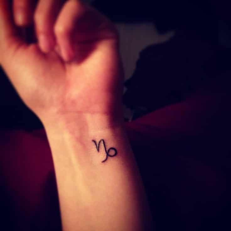 Mẫu tattoo cung Ma Kết ở cổ tay xinh