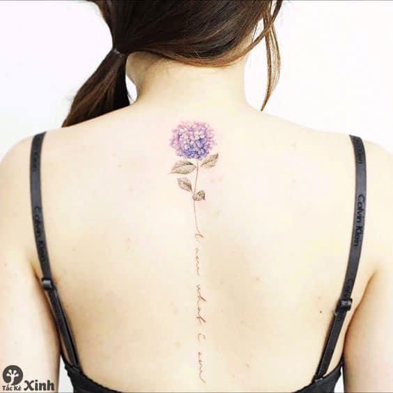 Mẫu tattoo dọc sống lưng nữ tinh tế
