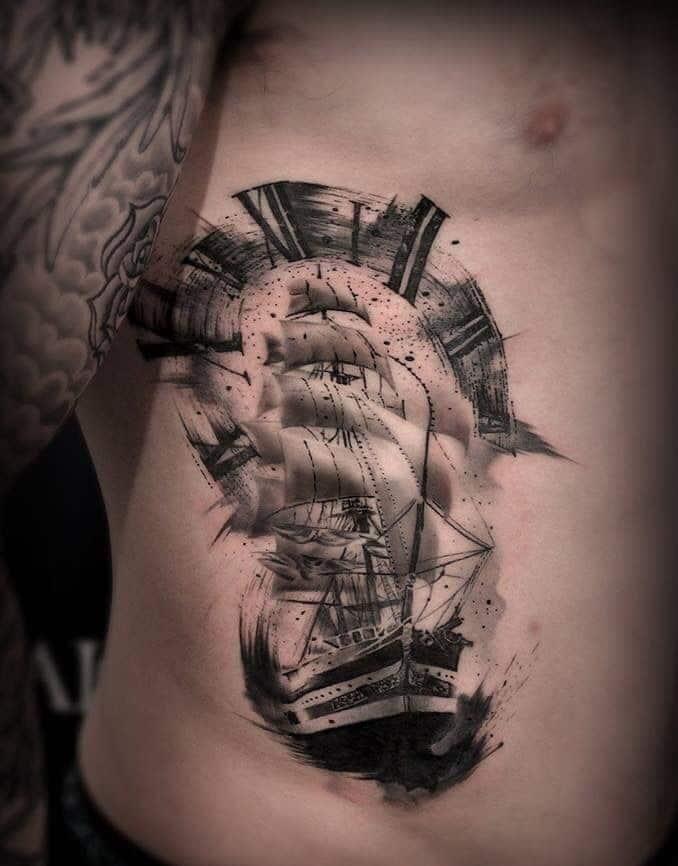 Mẫu tattoo thuyền buồm đặc sắc ở hông