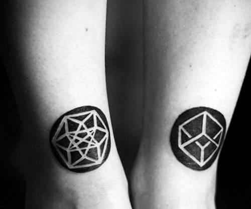 Mẫu tattoo vòng tròn đen trắng độc đáo