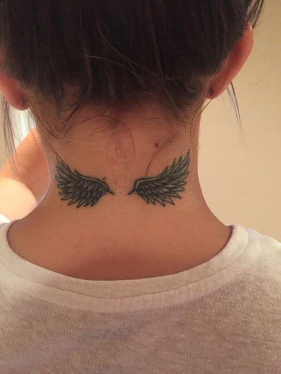 Mẫu xăm cánh thiên thần nhỏ ở cổ xinh xắn và cá tính