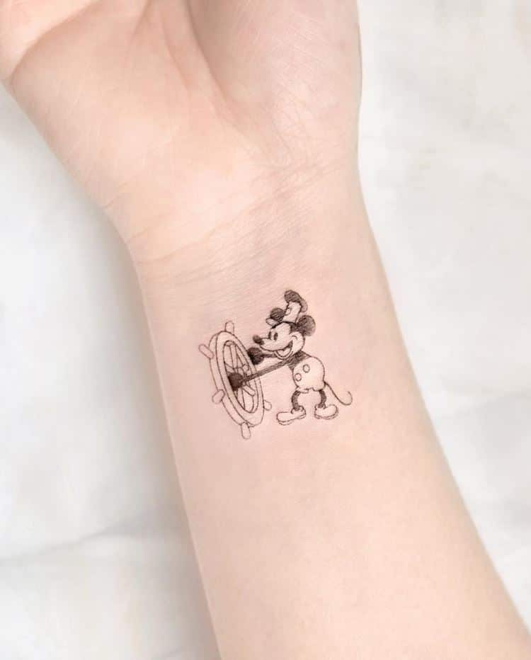 Mẫu xăm con chuột Mickey mini nhỏ xinh