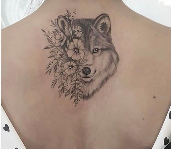 Mẫu xăm đầu sói mini ở lưng đẹp