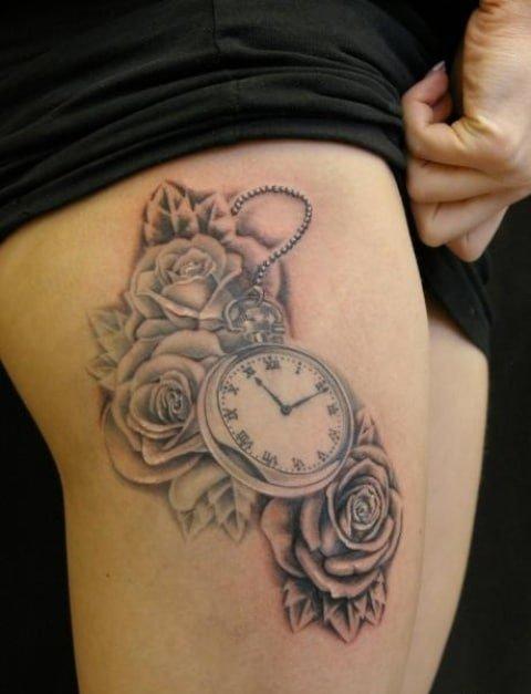 Mẫu xăm đồng hồ hoa hồng cho nữ ở đùi