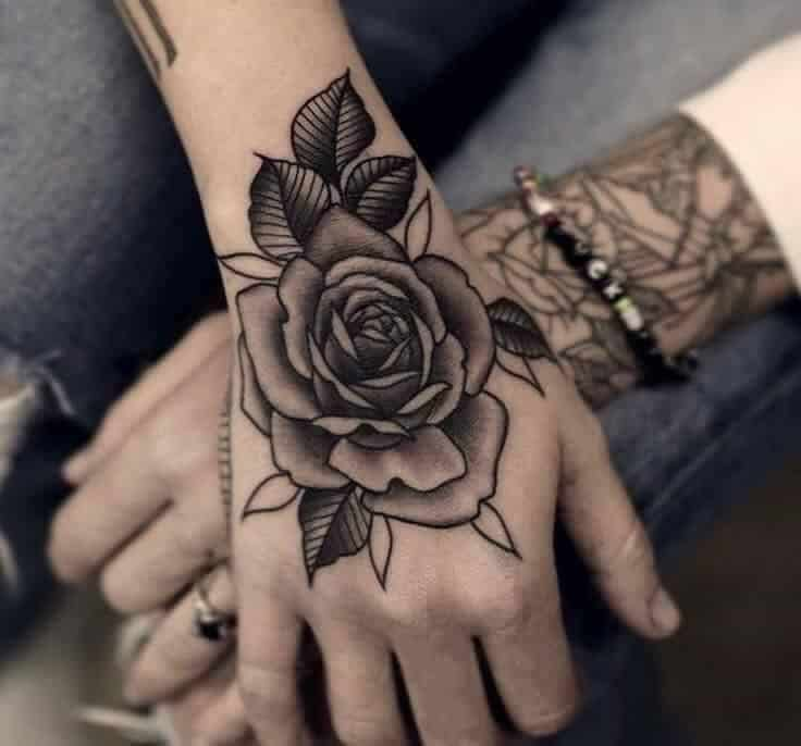 Mẫu xăm hoa hồng chất ở mu bàn tay