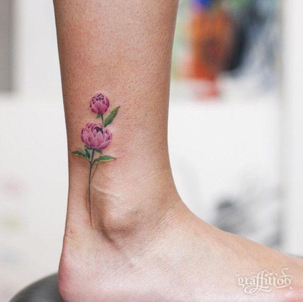 Mẫu xăm hoa mẫu đơn nhỏ xinh ở cổ chân