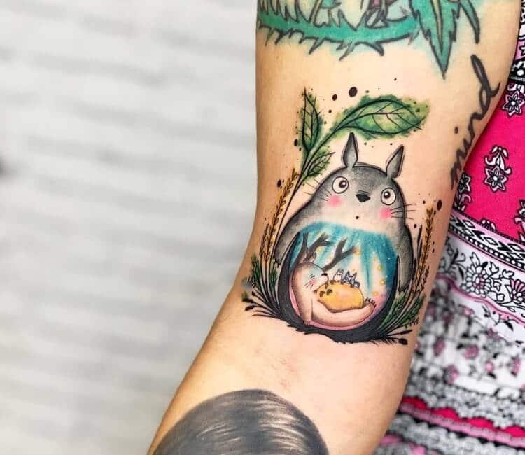 Mời bạn xem thêm mẫu xăm tattoo totoro xinh nhất
