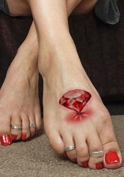 Mời bạn xem thêm mẫu xăm viên kim cương ở bàn chân đẹp