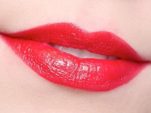 Nàng thêm quyến rũ khi xăm phun môi màu đỏ tươi