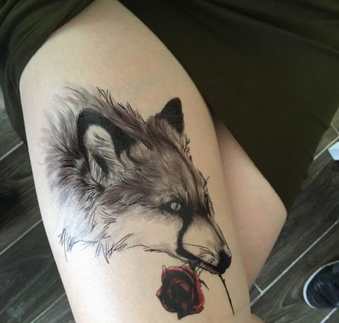 Ngầu và độc với tattoo chó sói ngậm hoa hồng