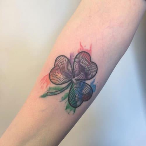 Nữ tính và điệu đà với tattoo cỏ ba lá
