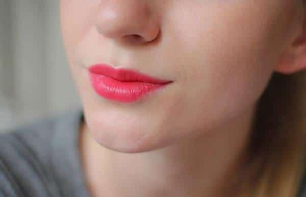 Phun môi màu đỏ hồng cho phái nữ