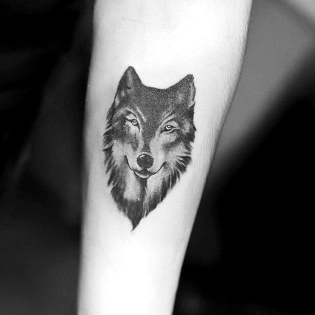 Tattoo cá tính với hình sói nhỏ cho con gái