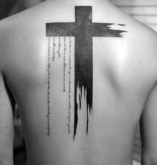 Tattoo cây thánh giá kết hợp chữ đẹp ở lưng