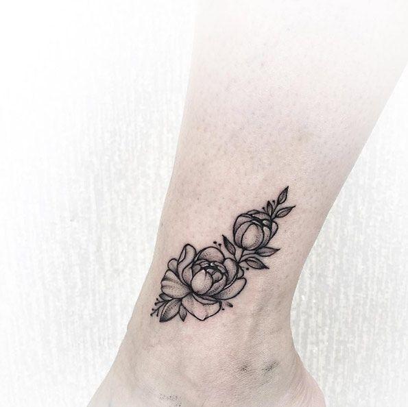 Tattoo hoa mẫu đơn ở chân mini nhỏ