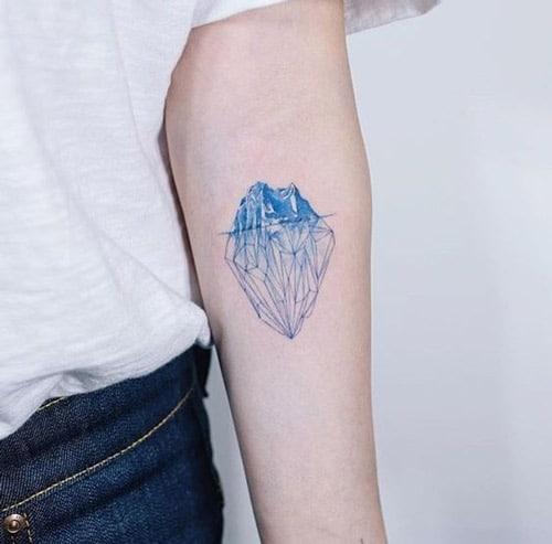 Tattoo khối băng ở tay cho nữ mệnh mộc