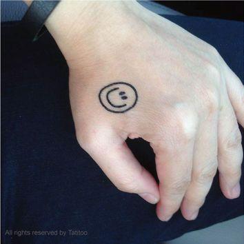 Tattoo mặt cười giống kiểu của G Dragon
