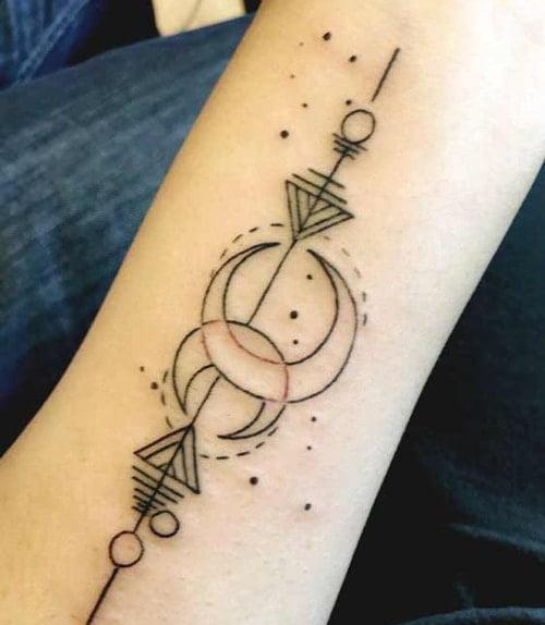 Tattoo mặt trăng đối lập lấy cảm hứng từ cung song ngư