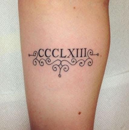 Tattoo ngày tháng năm sinh kiểu la mã đơn giản