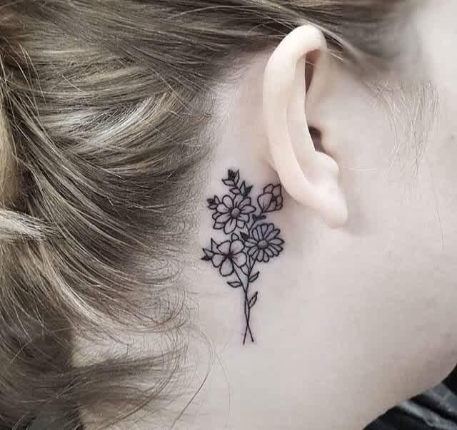 Tattoo phía sau tai đẹp ấn tượng