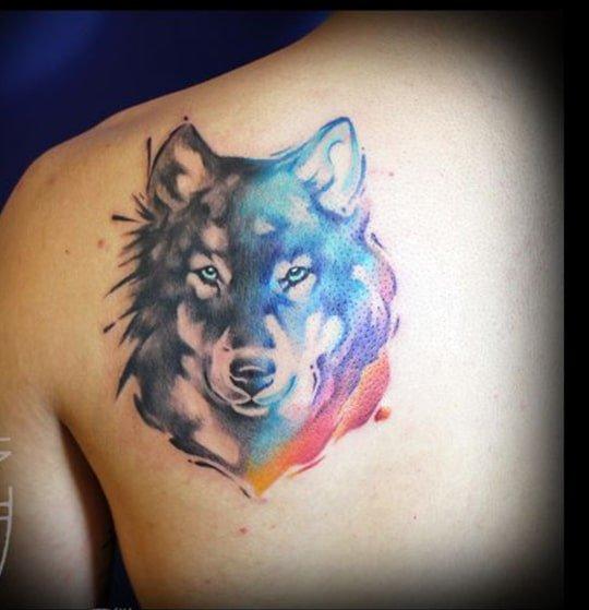 Tattoo sói màu ở sau lưng đẹp