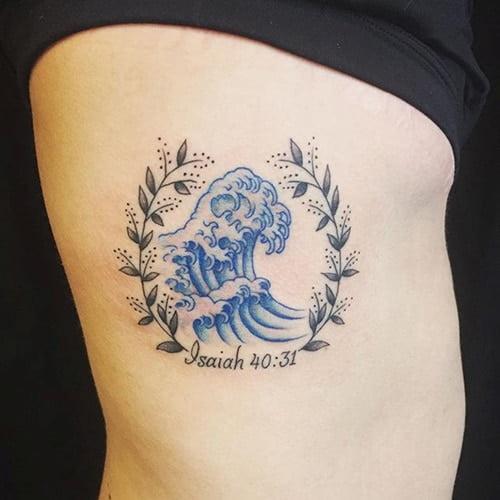 Tattoo sóng biển đẹp cho con gái thuộc mệnh mộc