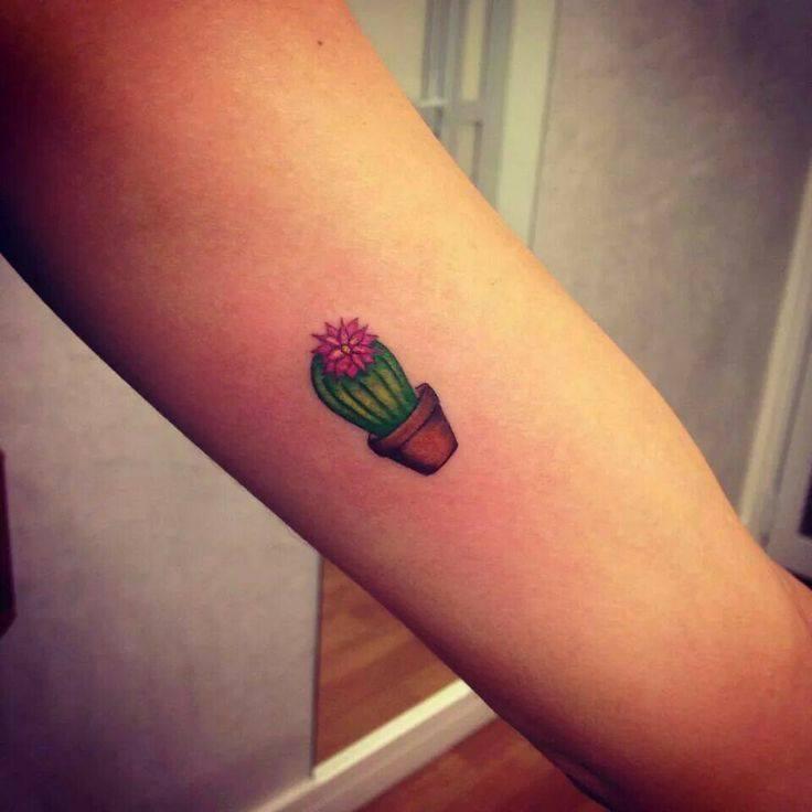 Tattoo xương rồng nở hoa mini siêu xinh