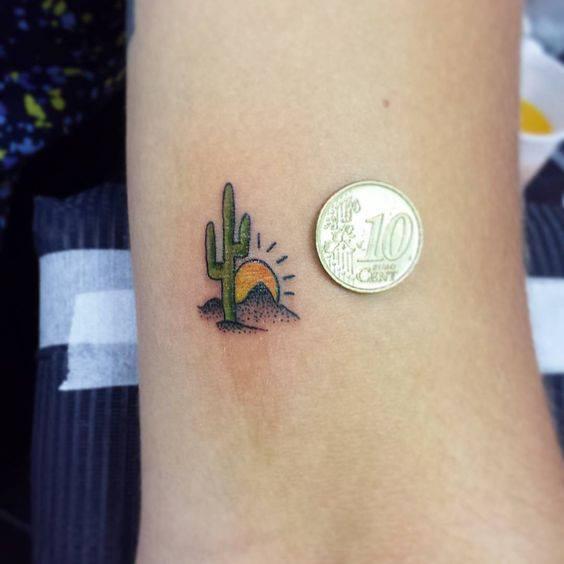Tattoo xương rồng xinh xắn ở cổ chân