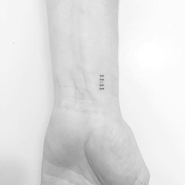 Thiết kế kiểu tattoo ngày tháng sinh mini mới lạ