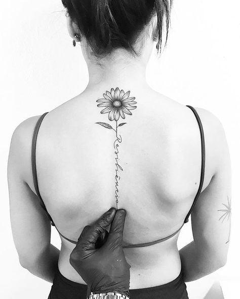 Xăm bông hoa dọc sống lưng đẹp cute