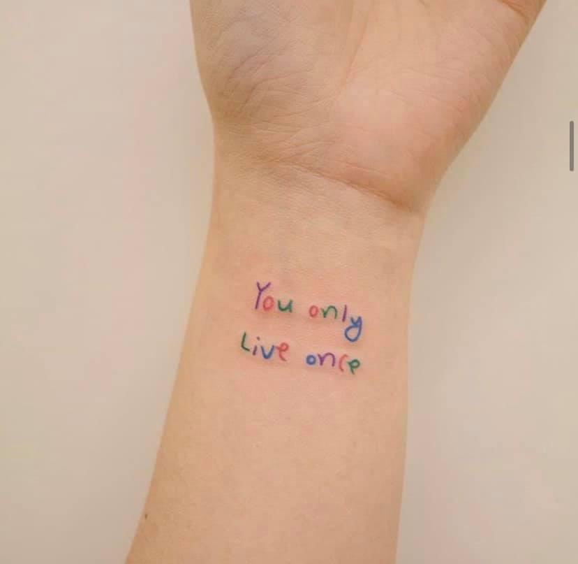 Xăm chữ ý nghĩa có màu lên tay