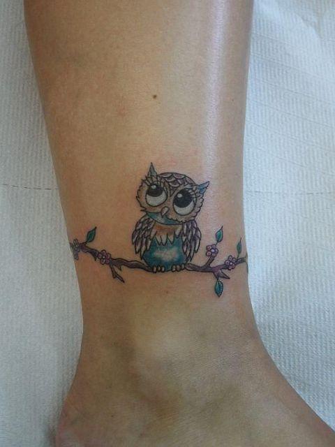 Xăm con chim cú mèo nhỏ mini ở cổ chân