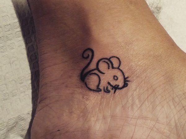 Xăm con chuột mini nhỏ ở chân
